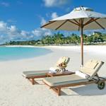 Mauritius - Strand Liegestuhl - Hotel buchen auf Mauritius für Flitterwochen und Hochzeitsreise