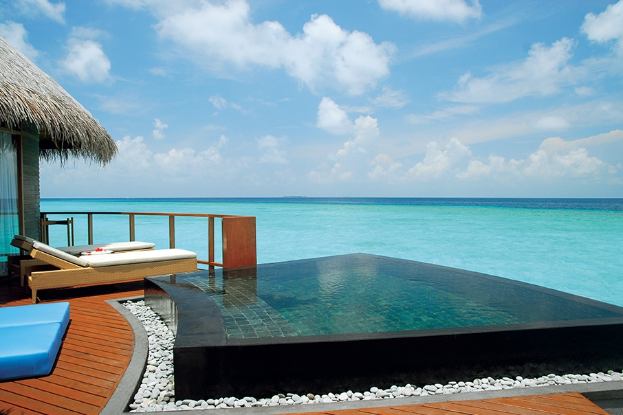 Luxusferien auf den Malediven im Wasserbungalow