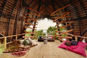 Pool am Traumstrand auf den Malediven