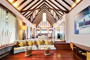 Coco Bodu Hithi Island Villa Wohnbereich